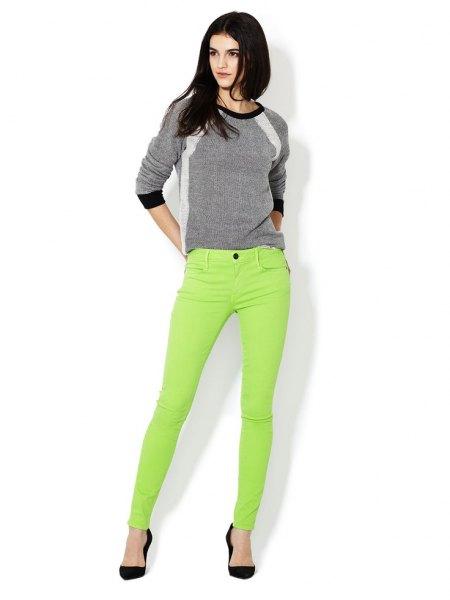 grå tröja limegrön skinny jeans