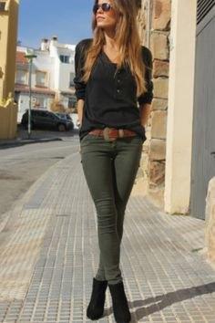 svart långärmad t-shirt grön skinny jeans