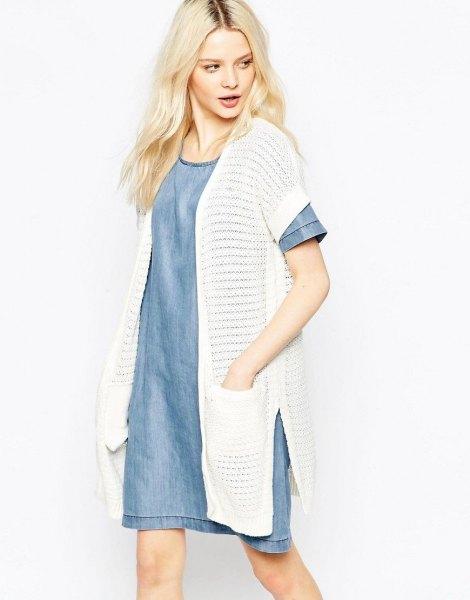 lång vit kofta med blå chambray denim mini kjol