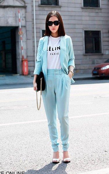 ljusblå avsmalnande byxor med matchande kavaj