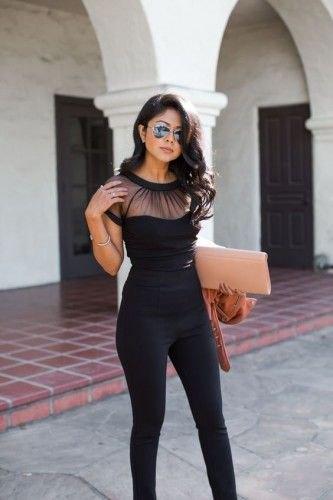 svart kortärmad transparent skjorta med supermager jeans