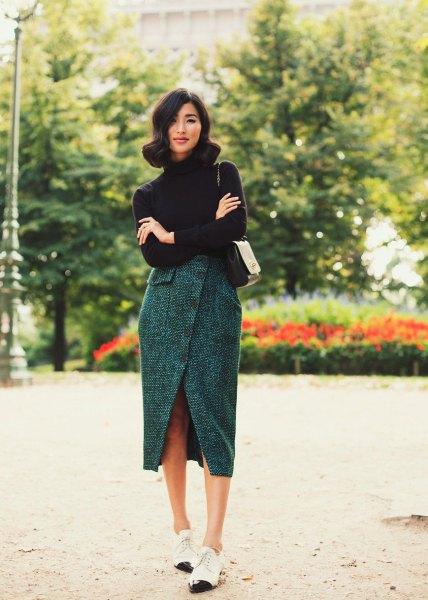 svart turtleneck med en grå tweed tulpan kjol