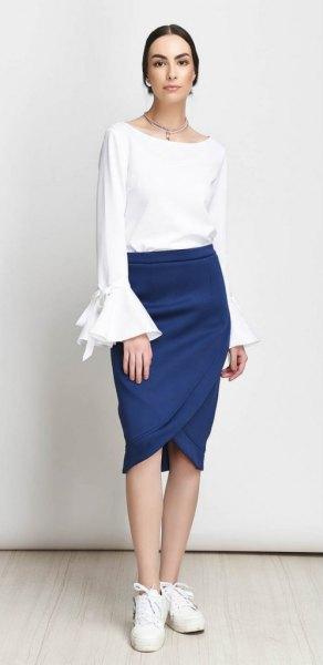 vit klockärm topp med mörkblå tulpan kjol