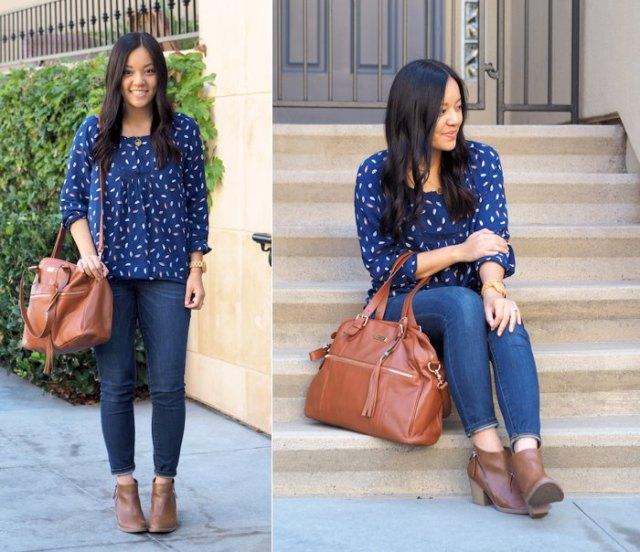 blå och vit tryckt kungsblå chiffongblus med smala jeans