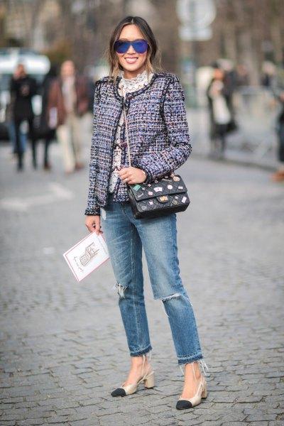 grå tweed-kavaj med rippade jeans och rosa klackar