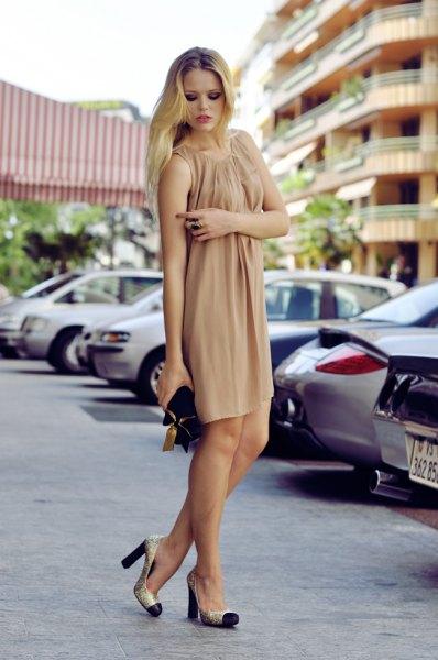 Blushrosa mini-slida klänning med matchande tåskor