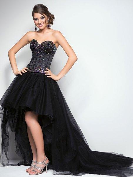 svart korsett hög låg utsvängda chiffong klänning