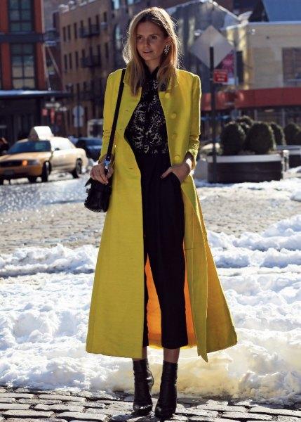 Maxi slim fit citronullrock med svarta, korta jeans och stövlar