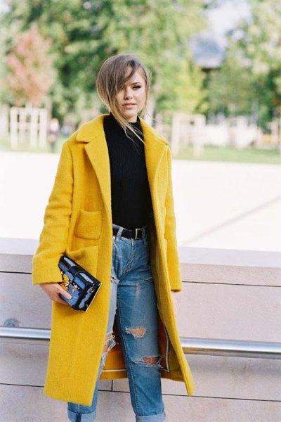 Fleecelång kappa med blå jeans i hög midja