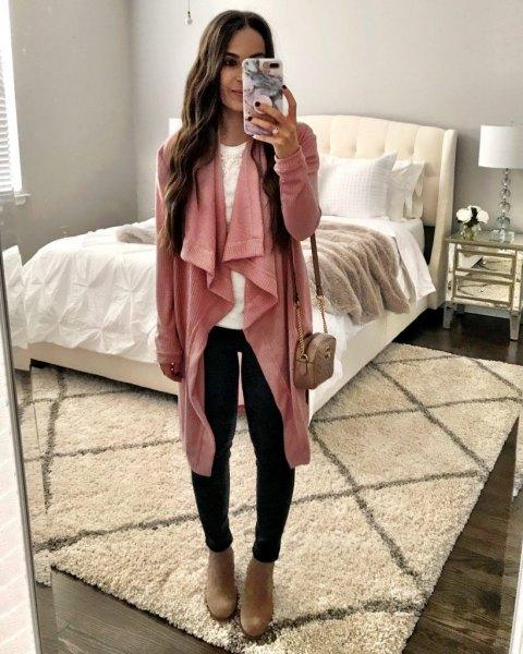 rodna rosa longline vattenfall kofta med svarta skinny jeans och kamel stövlar