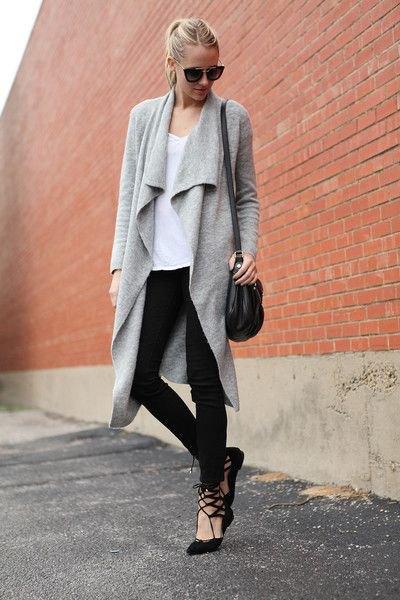 grå kashmir kofta med svarta skinny jeans
