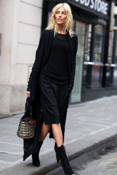 svart maxikardigan stickad tröja knälång shorts