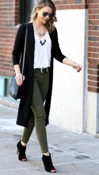 lång svart kofta vit väst topp grön skinny jeans