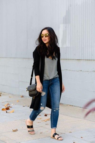 svart cardigan grå knuten t-shirt rippade jeans