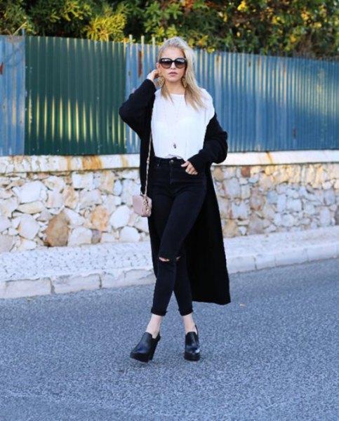 lång kofta vit t-shirt svarta jeans