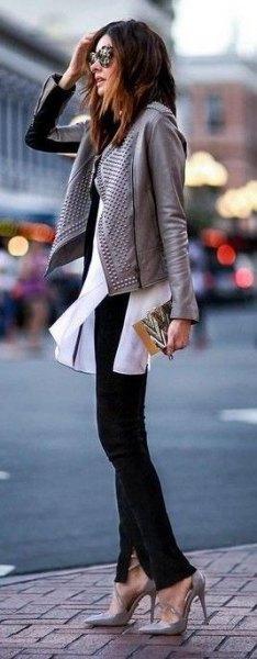 grå läderjacka vit chiffongblus