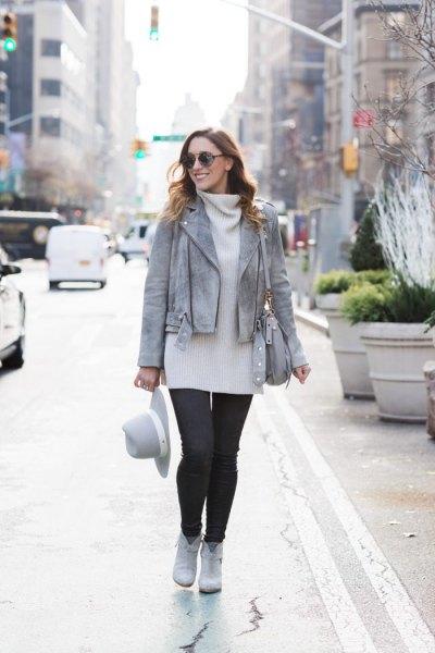 grå läderjacka vit turtleneck klänning