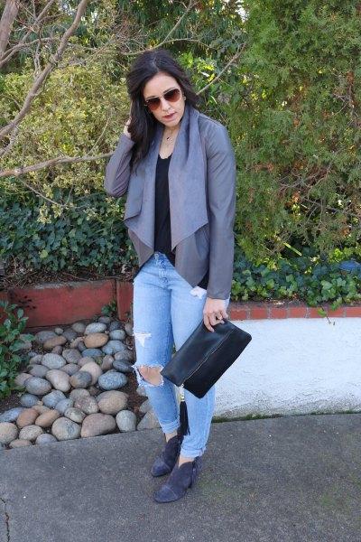 grå chiffongblus ljusblå pojkvän jeans