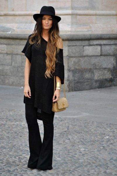 Tunikaklänning med en axel och svart klockbotten