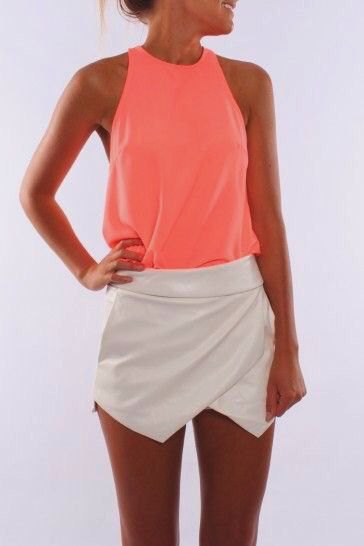 orange linne med vit mini siden kuvert kjol
