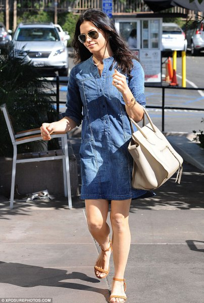 blå jeans tunika med elfenbenfärgad handväska i läder