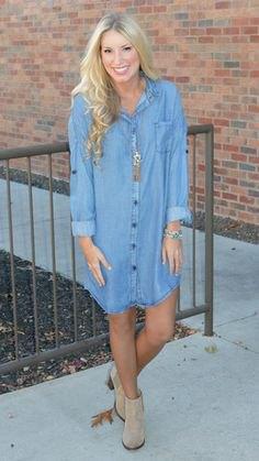 ljusblå långärmad denimskjortklänning