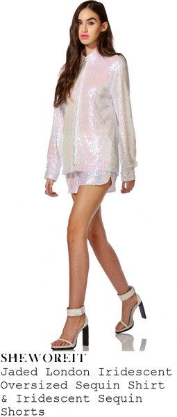 vit, glittrande, överdimensionerad skjorta med dragkedja och matchande minishorts