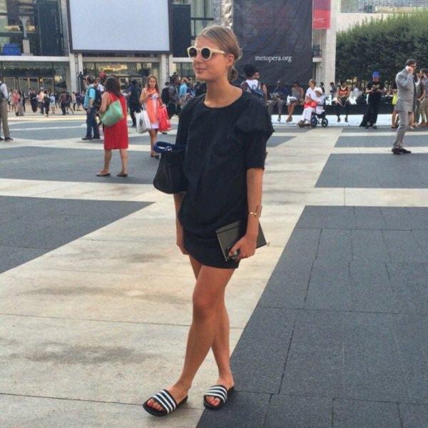 Shift miniklänning svarta sandaler med vita ränder