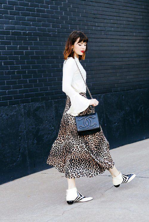 Vit leopardmönstrad kjol