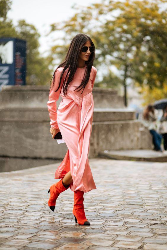 rosa satin klänning italiensk tjej