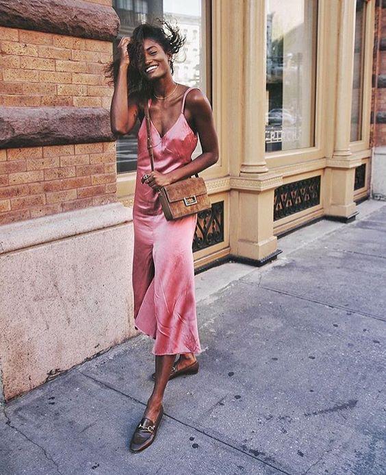 rosa satin klänning slip