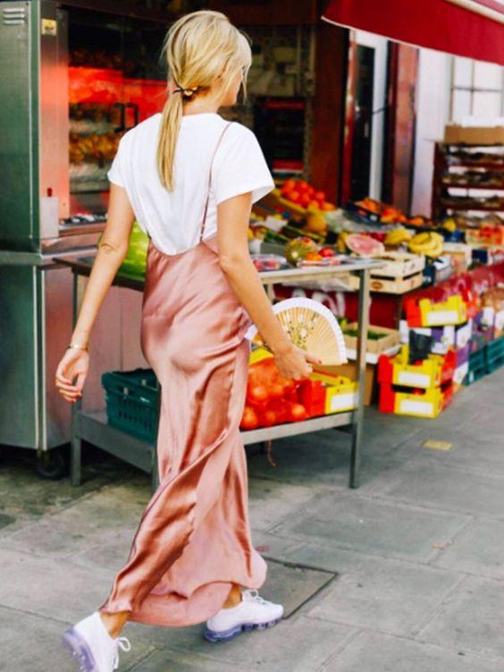 lager rosa satin klänning