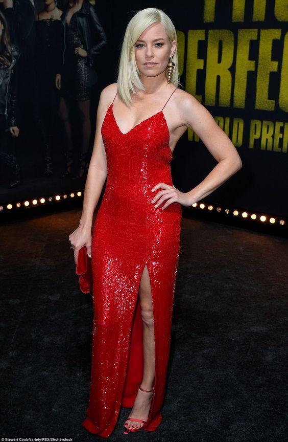 röd paljett klänning sidoslits