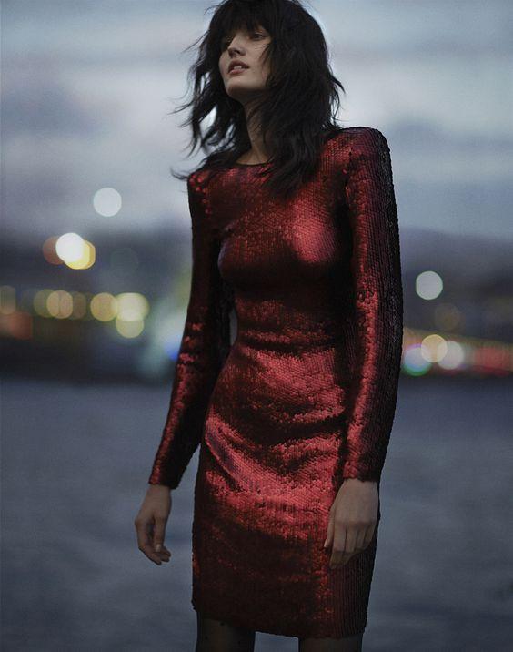 röd paljettklänning klassisk långärmad