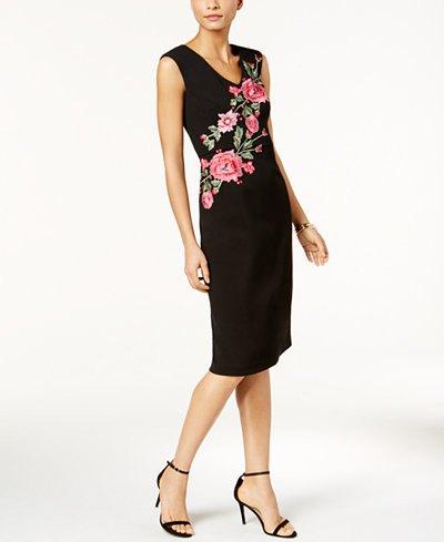 ärmlös kappa-midiklänning med svart ros