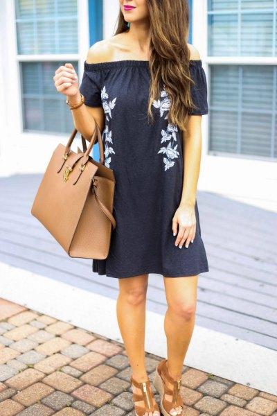 svart axelbandslös miniklänning bruna remmar sandaler