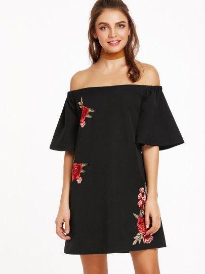 svart broderad kortärmad miniklänning med stammönster