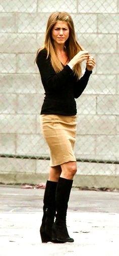 svart stickad tröja khaki knälång kjol