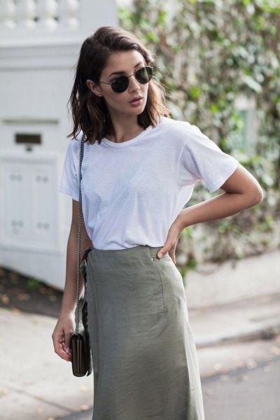 vit t-shirt khaki midi penna kjol