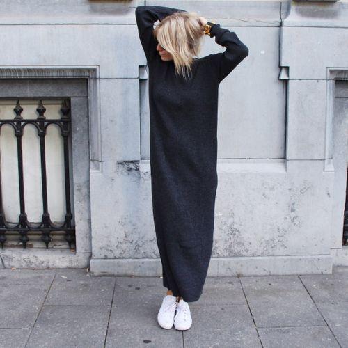 svart stickad klänning överdimensionerad