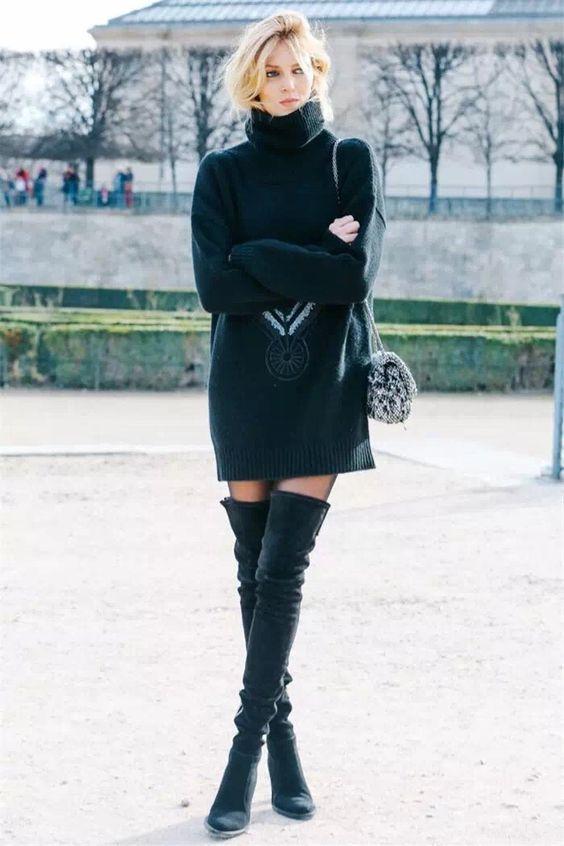 svart stickad klänning modell av tjänst