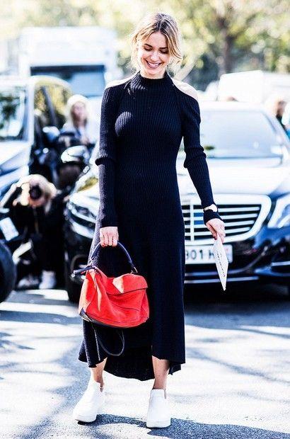 svart stickad klänning röd väska