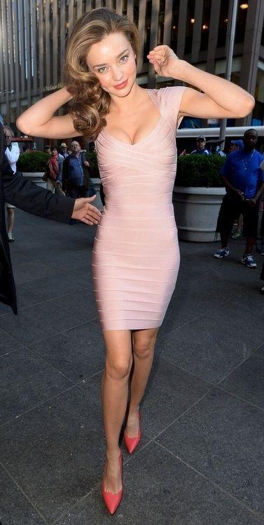 rosa bandage klänning supermodell