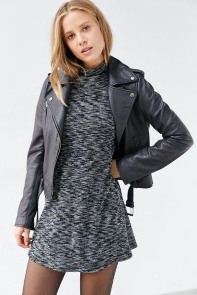 ljunggrå läder miniklänning med skinnjacka
