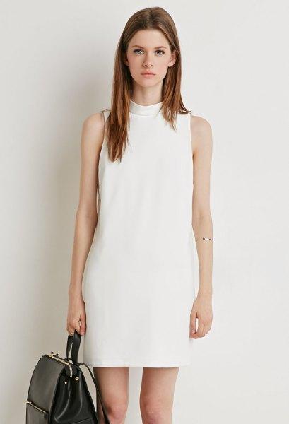 vit mock neck shift-klänning