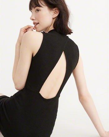 svart midiklänning med öppen rygg