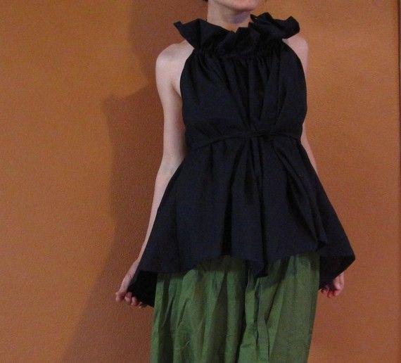 svart ruffle tunika topp grön plädde culottes