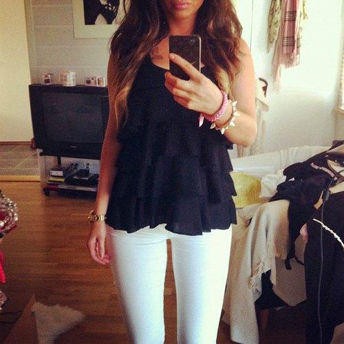 vita skinny jeans med volang väst