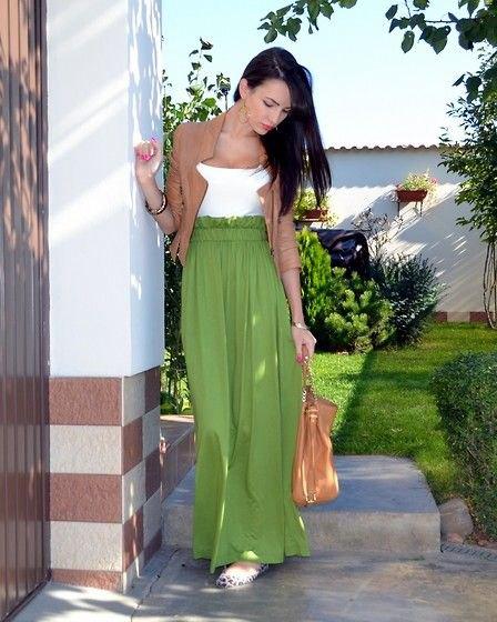 grön kavaj med vit topp och högkvalitativ maxikjol