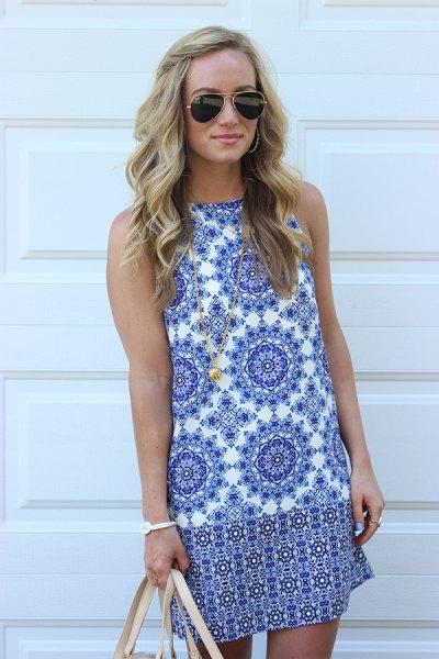 blå och vit ärmlös miniklänning med stamtryck